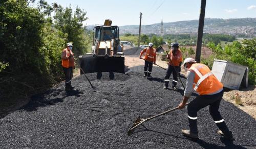 İzmit Belediyesinden Karadenizliler Mahallesi'ne asfalt yol