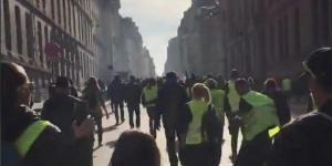 Şimdi Fransa düşünsün!!! Sarı yelekliler meydanlara indi