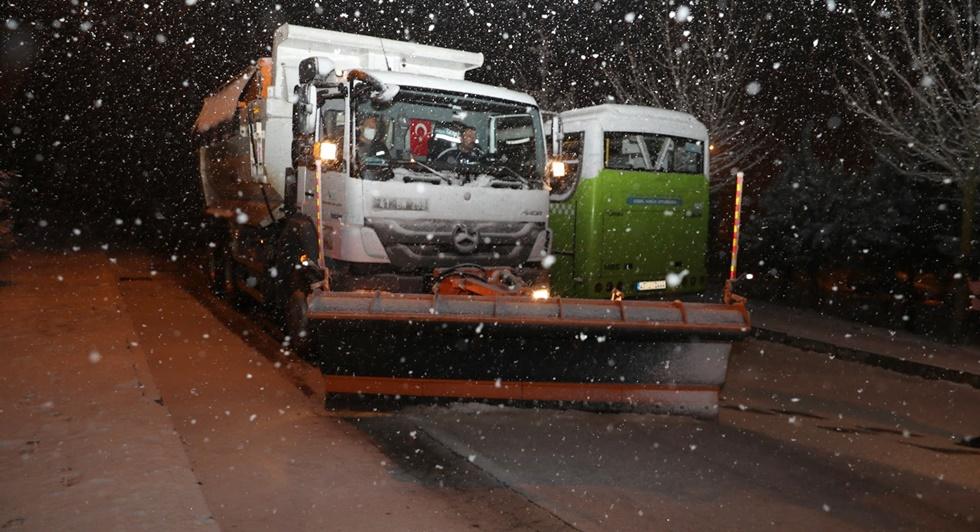 İzmit Belediyesi kar mesaisi yapıyor